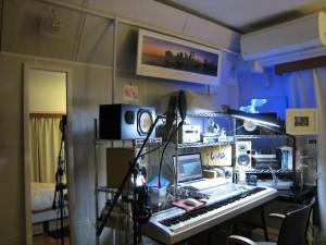 JFP studio with 吸音MGボードと遮音シートで防音した壁